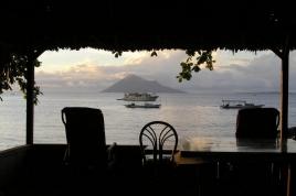 p 6080005.jpg La plage du Murex et le volcan Manado Tua