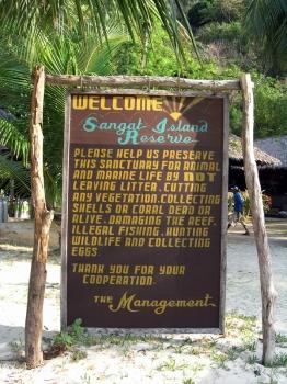 epv 0179.jpg Le panneau d'acceuil à Sangat Island